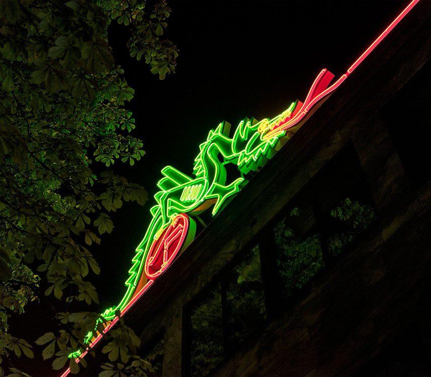 Spektra Neon AB Ljusskylt SF bio Draken-skylten